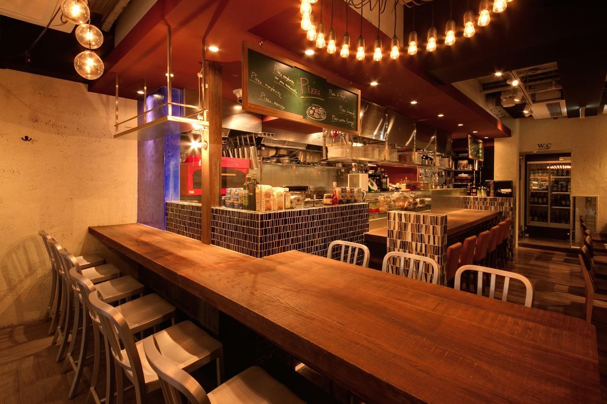 Pizzeria&Bar LOGiC 難波店 店内